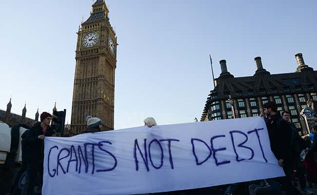 London, United Kingdom. 19th January 2016 -- Students hold a sign that reads Grants Not Debt as they march on Westminster Bridge. -- Around 80-100 students gathered in Parliament Square to protest the possible scrapping of maintenance grants. The students moved their protest to Westminster Bridge, blocking traffic in both directions. Students gather in Westminster for the Grants Not Debts protest/Picture by: Stephanie Bosset / Demotix/Demotix/Press Association Images.