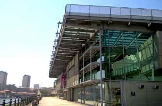 Glass fronted exterior of the National Glass Centre, Sunderland. Credit: Maurice Long