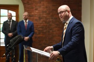 Paul Nuttall resigns as UKIP leader #HubGE2017