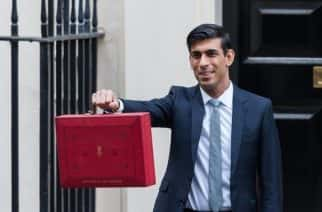 Chancellor of the Exchequer Rishi Sunak holds the budget box outside 11 Downing Street in central London ahead of the announcement of the Spring Statement in the House of Commons on 11 March, 2020 in London, England. (Photo by WIktor Szymanowicz/NurPhoto)
